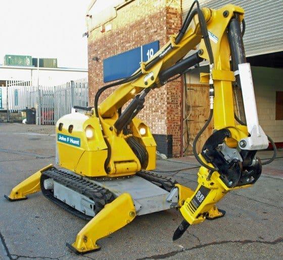 BROKK 330 ROBOTIC DEMOLITION MACHINE
